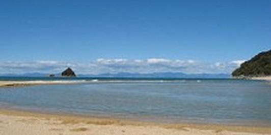 Sandfly Bay on Abel Tasman Coast Track (no sandflies, though!)