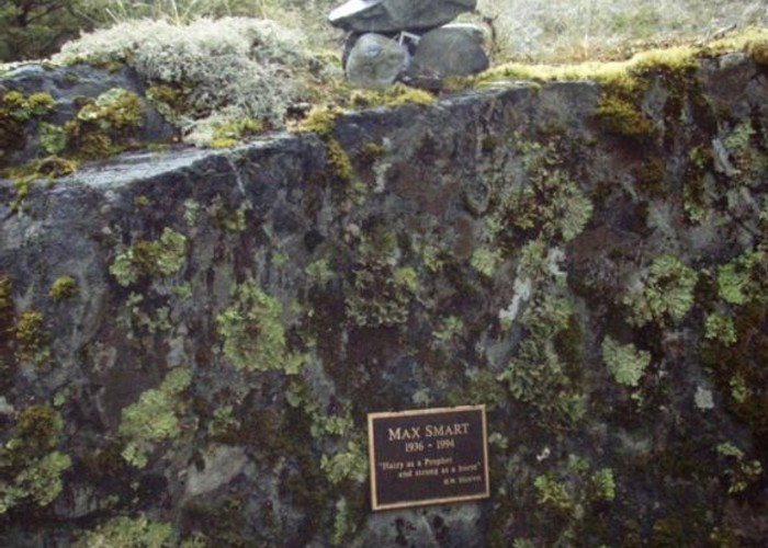 Max Smart memorial plaque, Matakitaki valley