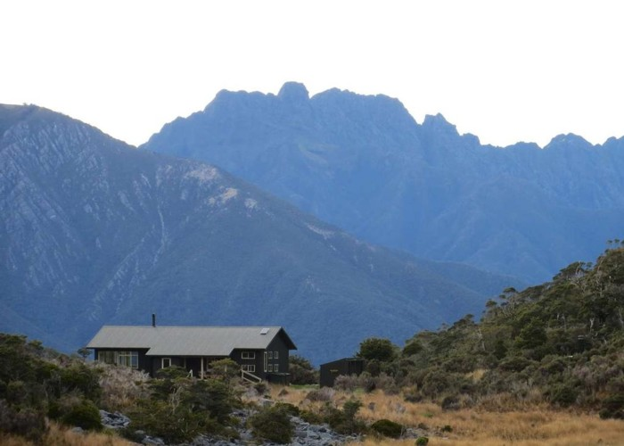 Perry Saddle Hut and the Dragon's Teeth