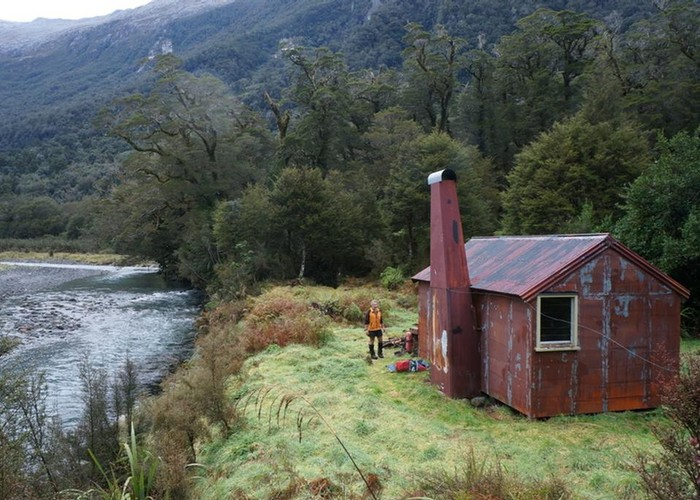 Tunnel Creek Hut in the Paringa