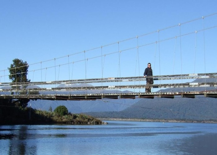 Rakaitane walk swingbridge