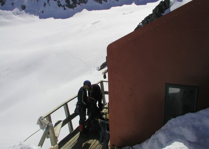 Pioneer Hut - Upper Fox Glacier