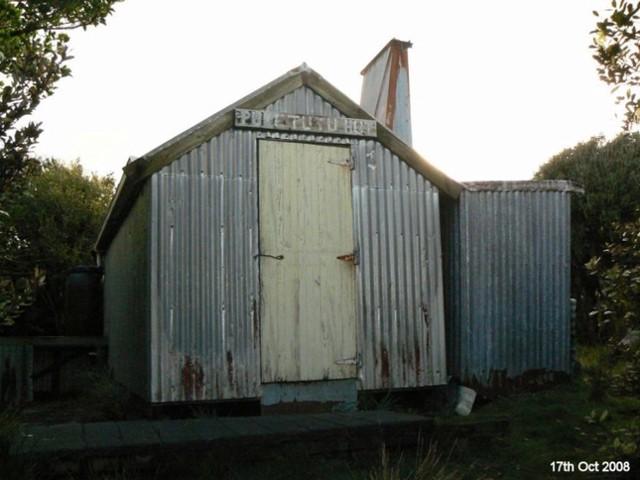 Puketutu Hut