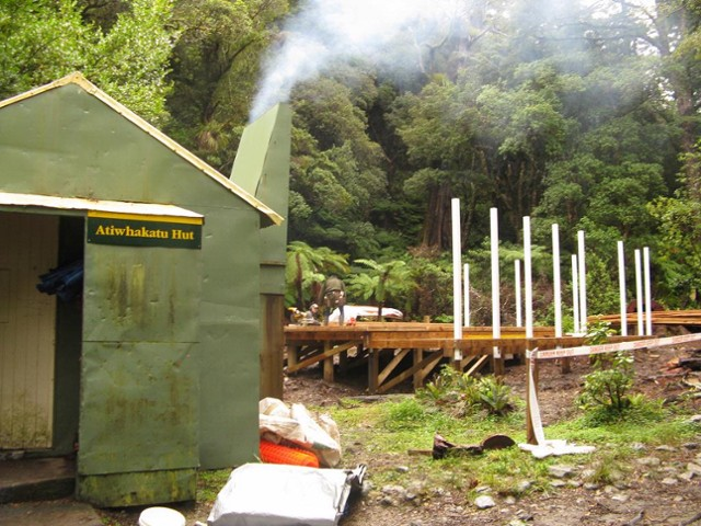 Building the new Atiwhakatu Hut
