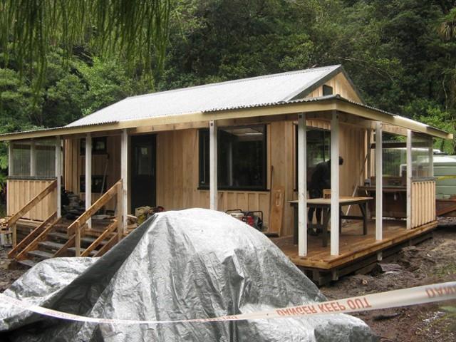 Building the new Atiwhakatu Hut
