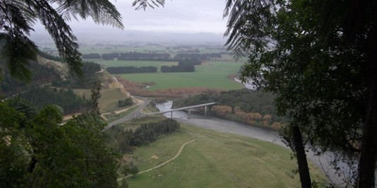 Loking down onto Ballance bridge from Manawatu Gorge track