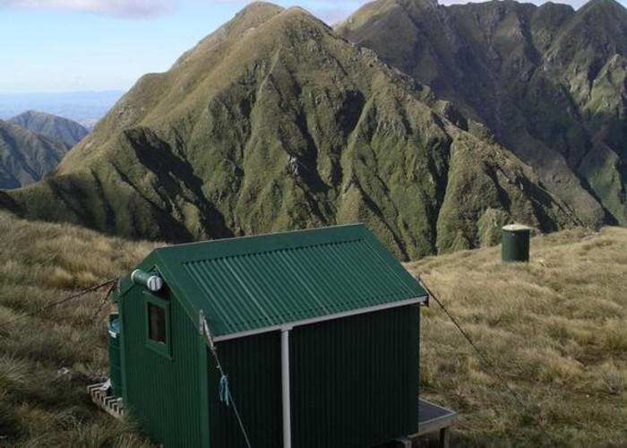 Arete hut with Bannister behind