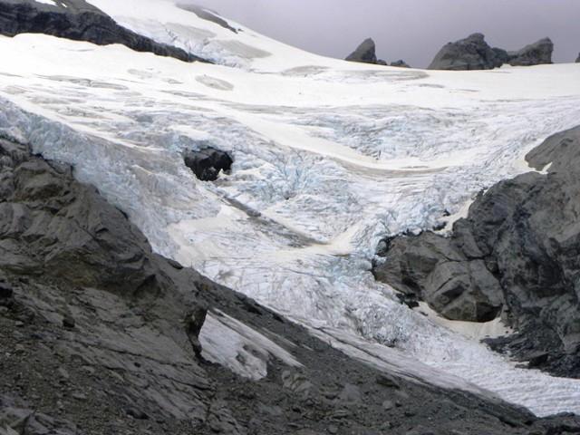 Park Pass glacier - close up  the snout.
