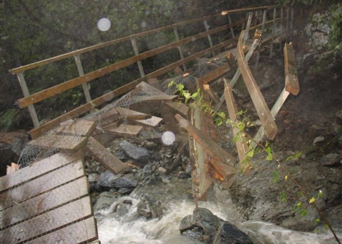 Damaged bridge between Routeburn Falls and Routeburn Flats Huts