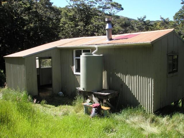 Kapakapanui Hut 2011